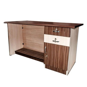 <h3><strong>2.6 Feet Wooden Office Table</strong></h3><br> <p>     </p>        <p>Delivery charges will be applicable</p>